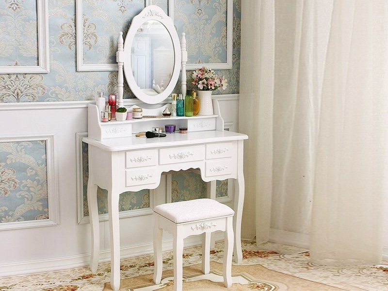Elegant Dressing Table With Stool